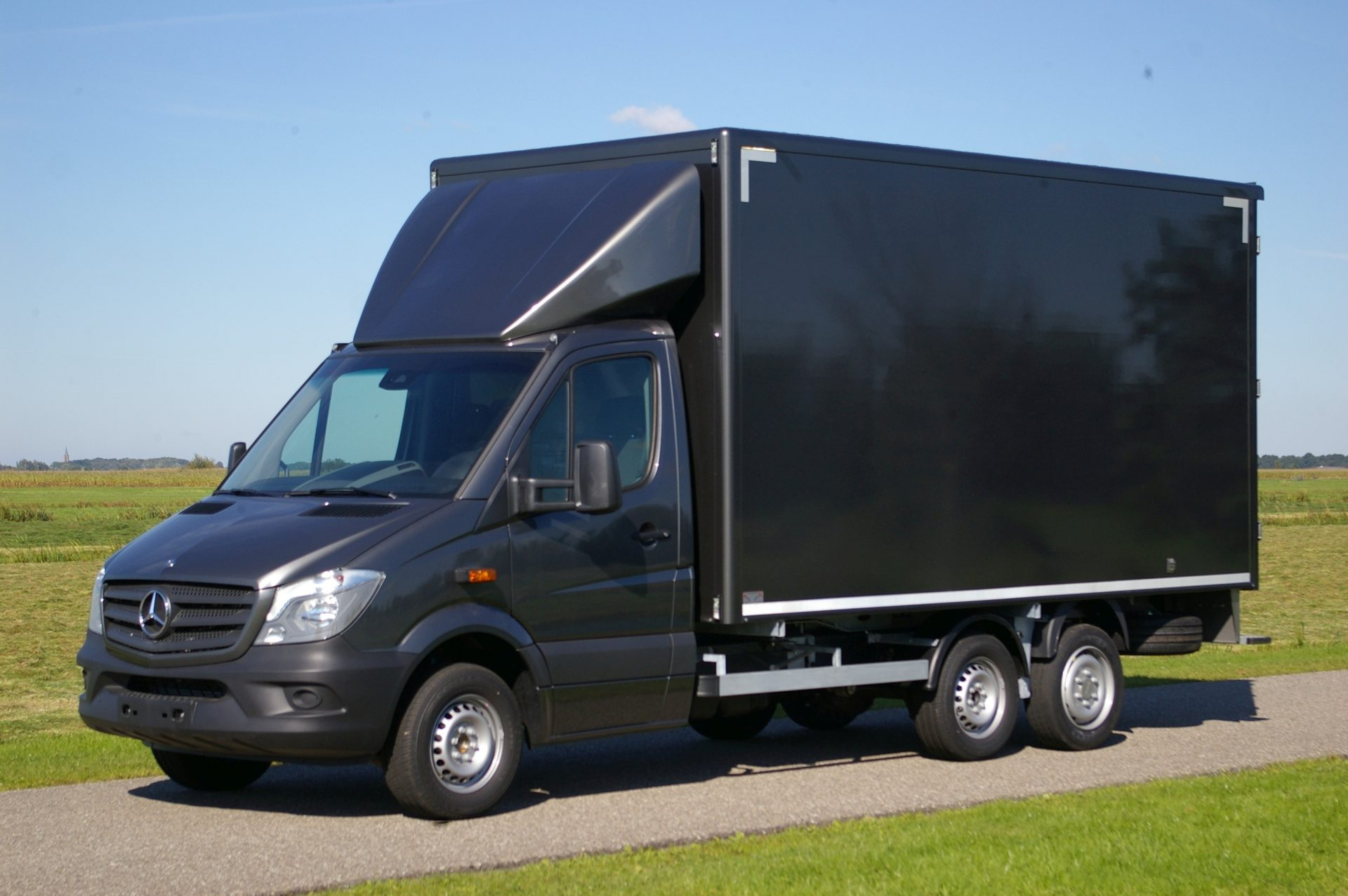 3 5 tons gesloten clixtar light oplegger t b v mb for Garage mercedes loison sous lens